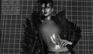 Rihanna Kapak İçin Üstsüz Poz Verdi
