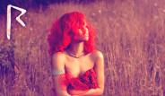 Rihanna Kırmızı Ve Çıplak