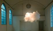 Odanın Ortasında 'Fırtına' Estiriyor