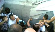 Avcılar Metrobüs Durağı Çöktü