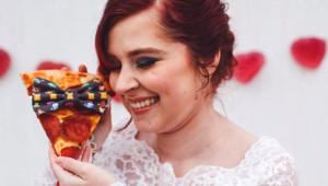 Pizzayla Evlenen Çılgın Genç Kızın Eğlenceli 13 Düğün Fotoğrafı