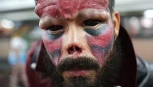Film Karakteri 'Kırmızı Kurukafa'ya Benzemek İçin Burnunu Kestirdi