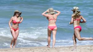 Kilolarından Kurtulan Hillary Duff Bikinisiyle Gövde Gösterisi Yaptı