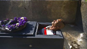 Her Yıl Bir Kişinin Canlı Canlı Gömüldüğü Garip Gelenekten 8 Kare