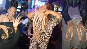 Gece Kulübünde Eğlenen Kadınlar Görenleri Şoke Etti!