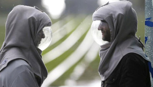 Hayatını Maskeyle Geçirmek Zorunda Olan Kardeşlerin Yaşamından 15 Kare