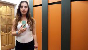 Soyunma Kabinlerindeki Aynalara Güvenilmeyeceğini Gösteren 12 Kare