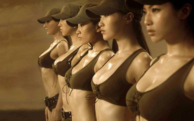 Çin'de Askerlerin Yakalarına Taktığı Bu İğnenin Sırrı Şoke Ediyor