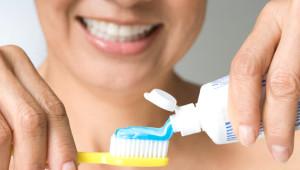 Diş Macununu Diş Fırçalamak Dışında Kullanabileceğiniz 7 Farklı Yol