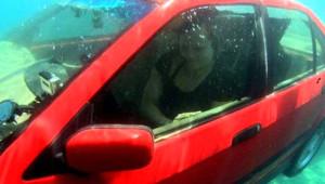 Adım Adım Suya Düşen Otomobilden Nasıl Çıkılır?