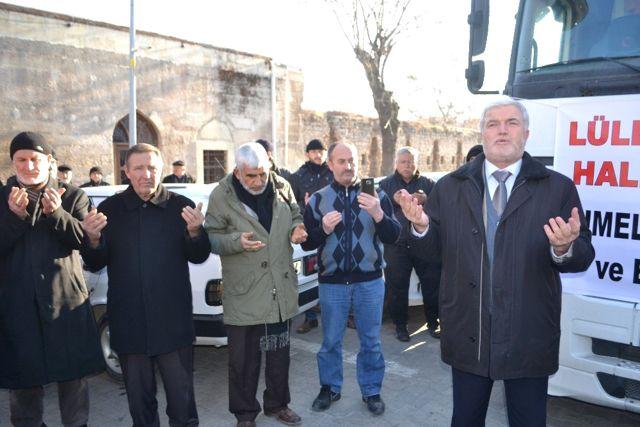 Halep'e Gidecek Tırlar Dualarla Uğurlandı