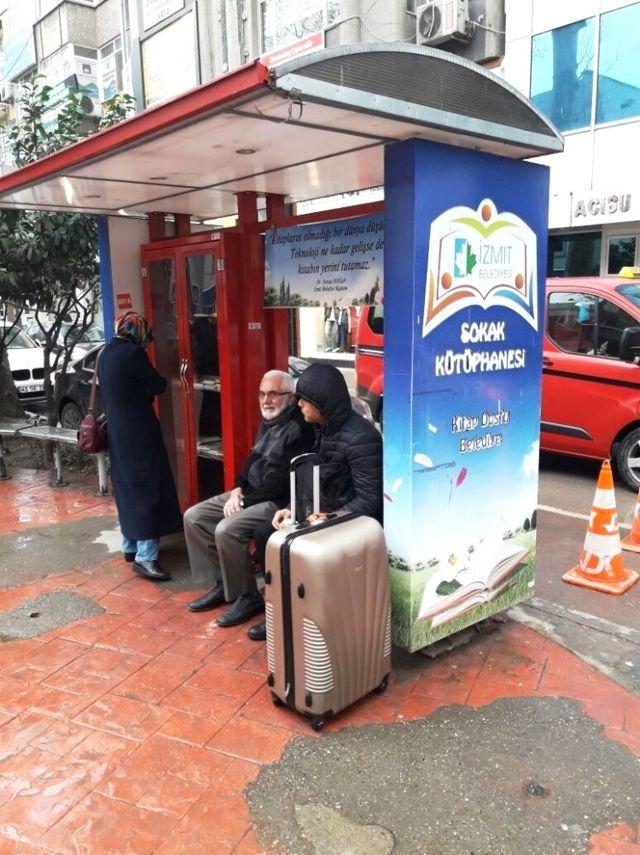 İzmit'te Sokak Kütüphanelerine Zarar Veriliyor