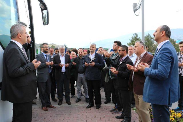Karabük Üniversitesi Öğrencileri Dualarla Umre'ye Uğurlandı