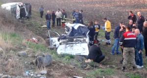 Ambulans ve otomobil çarpıştı, bir aile yok oldu