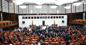 Türkiye için tarihi anlar! Anayasa teklifi Meclisten geçti