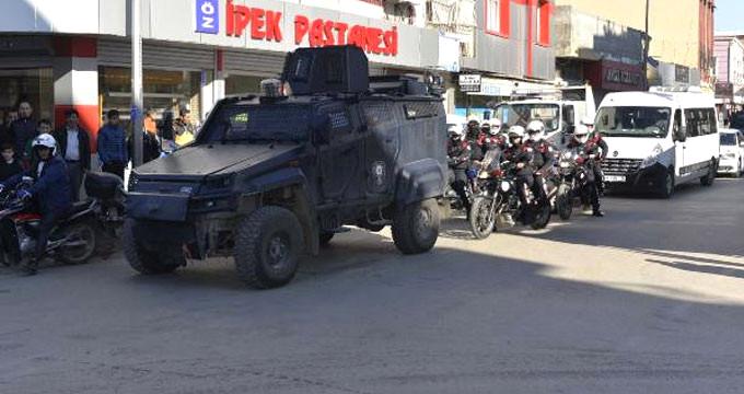 500 polisle sarıldı, didik didik arandı