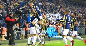 Fenerbahçe liderin unvanını söktü aldı