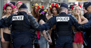 FEMEN karıştı! Bu kez kendine karşı 'eylem' düzenliyorlar