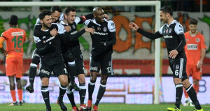 Lidere selam dur! Beşiktaş 'dört' köşe