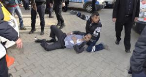 Adana'da sokak ortasında çatışma! Korkunç görüntüler