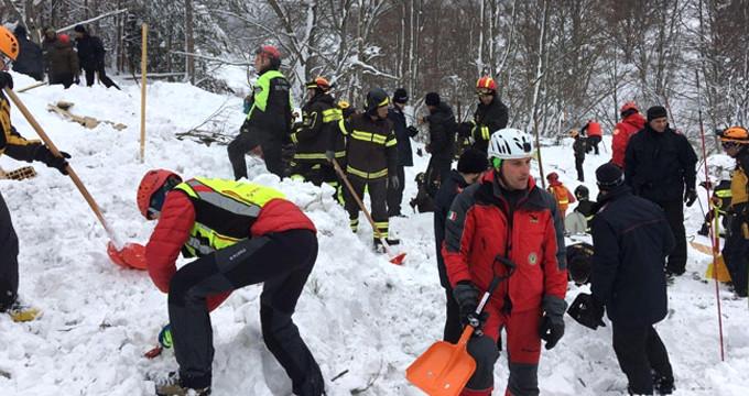 Felaketin üzerinden 6 gün geçti,onlarca insan hala kar altında!