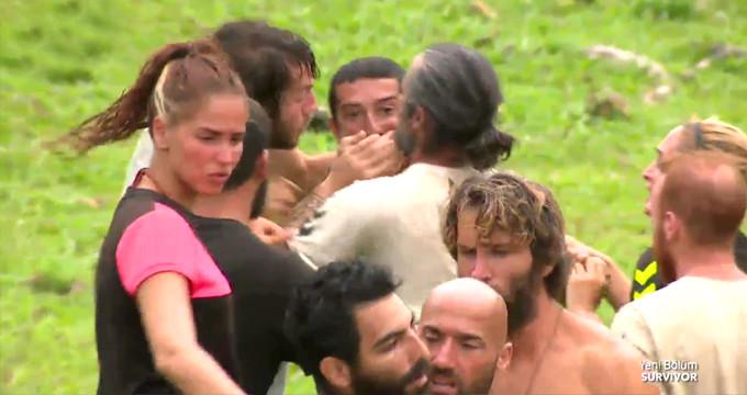Survivor'da ortalık toz duman! 7 kişi Serhat'ı zor tuttu