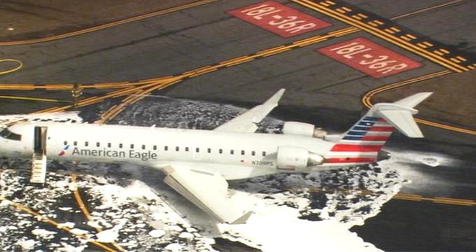 Geyiğe çarpan uçak, havaalanına acil iniş yaptı
