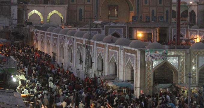 Sufi ayini sırasında türbeye bombalı saldırı: En az 72 ölü