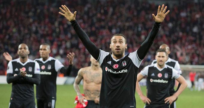 UEFA'dan Cenk'e büyük onur! İbrahimovic'i ezdi geçti