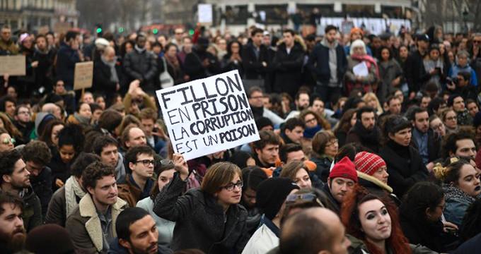 Fransa'da meydanlar doldu, halk isyanda!