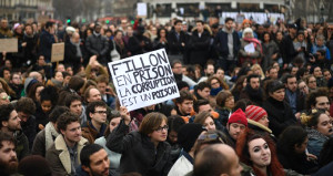 Fransa'da Halk Yolsuzluğa Karışan Siyasileri Protesto Etti