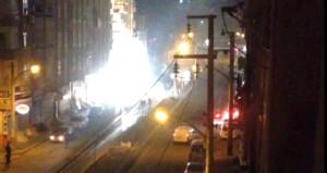 Diyarbakır'da yol kapatan PKK'lı grup, polise havai fişekle saldırdı