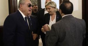 Başörtüsünü gören Fransız politikacı olay çıkardı