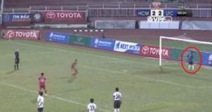Penaltıda arkasını dönen kaleciye rekor ceza