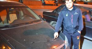Bütün mahalle, sabah uyandığında arabasını bu halde buldu