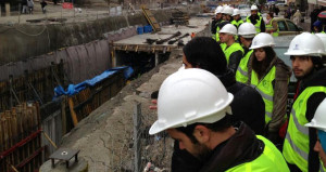 Metro tünelinin etrafındaki binalar apar topar boşaltıldı