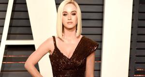 Oscarda skandal frikik! Kalçası gözüktü