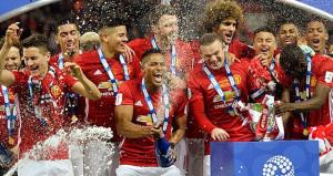 Ve Manchester United kupayı kaptı