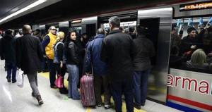 Aşırı yoğunluk nedeniyle Marmaray seferleri durduruldu