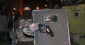 İstanbulda şafak operasyonu! Kapıları kırıp içeri girdiler