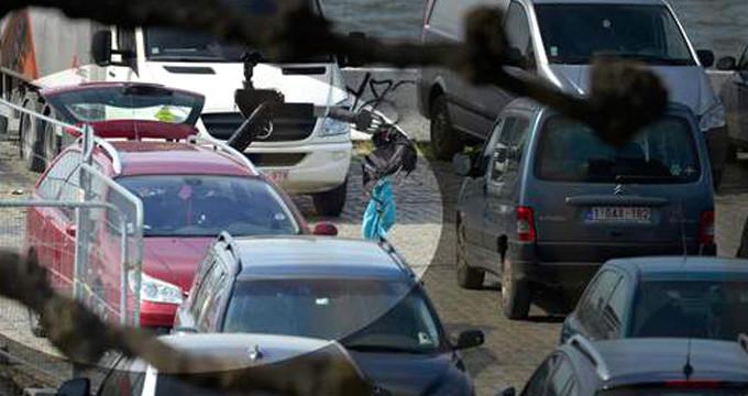 Belçika'da büyük panik! Aracıyla alışveriş sokağına daldı