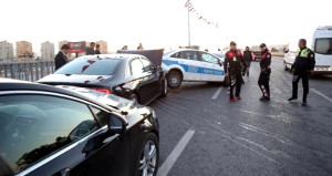 Bakanın konvoyunda zincirleme kaza: Makam aracı pert oldu