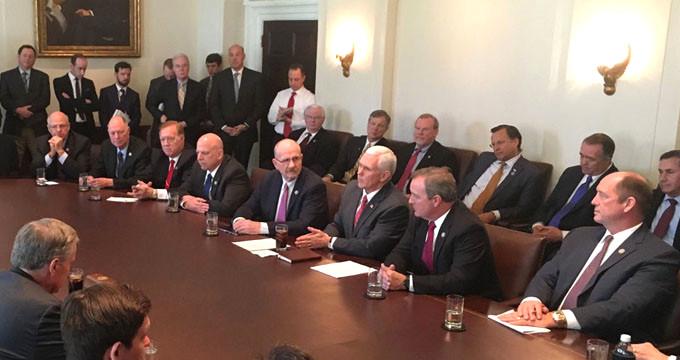 Beyaz Saray'daki toplantıda çekilen görüntüye tepki yağdı