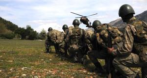 Asker araziye çıktı, 12 PKK'lı öldürüldü! Operasyon sürüyor