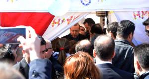 Cumhurbaşkanı Erdoğandan hayır çadırına sürpriz ziyaret