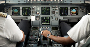 Akdeniz üzerindeyken bayılan pilotun yerine hostes geçti