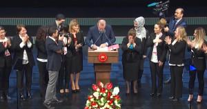 Erdoğan kararnameyi canlı yayında onayladı, tüm salon ayağa kalktı!