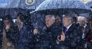 Anıtkabirde kar altında tören! Referandum sonrası ilk kez yan yanalar