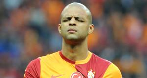 Galatasaraylı futbolcuları hedef aldı