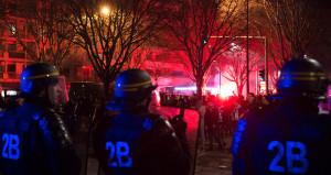 Seçim sonuçları açıklandı, Paris sokakları karıştı!